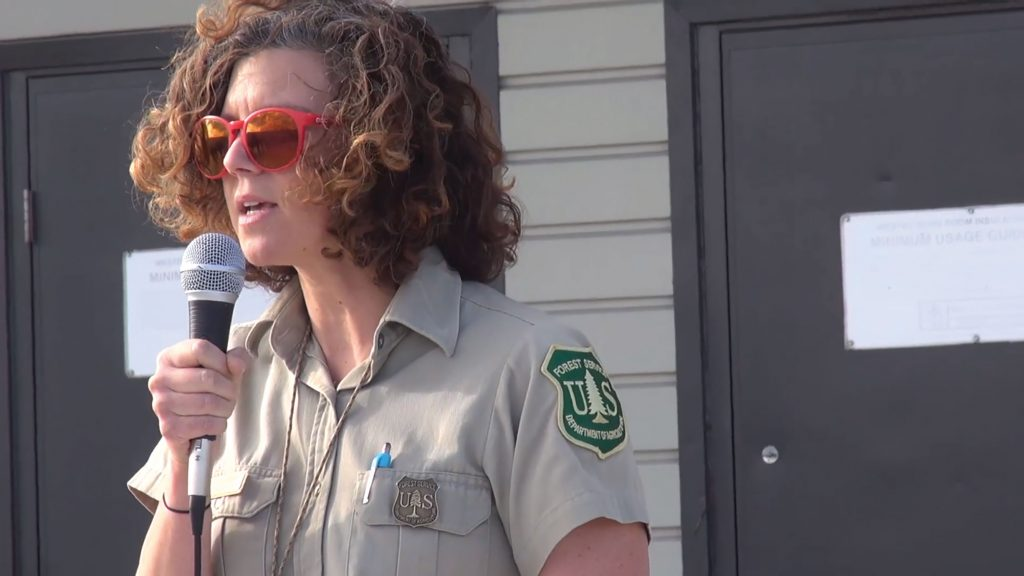 U-M alumna Sarah Clawson (nee Tomsky) leads a briefing on the Goodwin Fire in Prescott National Forest. Clawson helped lead a front-line effort to stem the blaze as it swept across 30,000 acres in the summer of 2017.